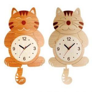 Почему происходит синхронизация часов, расположенных рядом