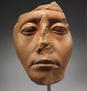 Почему  сломаны носы у многих древнеегипетских статуй?