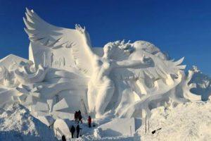 Каждый год в Китае строят ледяной городок