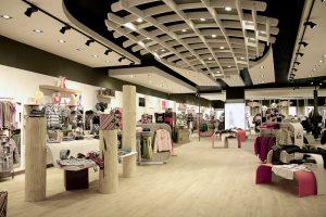 Оформление и оборудование магазина одежды