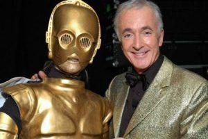 Единственный актёр, сыгравший во всех восьми фильмах «Звёздных войн»